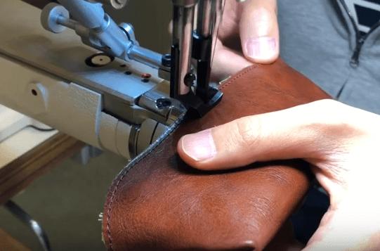 袋を縫い合わせる