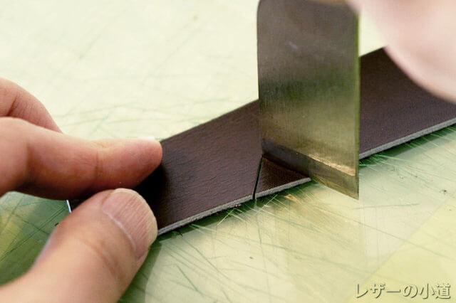 角を切る革包丁