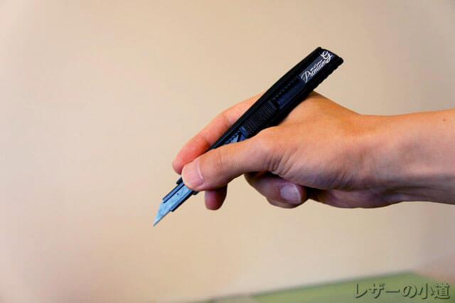 小さいカッターナイフ